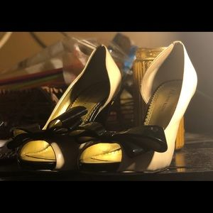 Anne Kleim black and white bowed heel